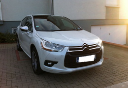 DS4 so chic blanc nacre, e-HDI 110, spoiler gris et coque retro chrome/2012